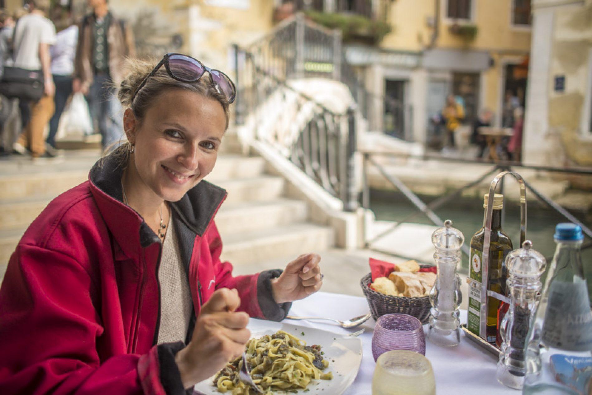 Idées et astuces pour manger pas cher en voyage